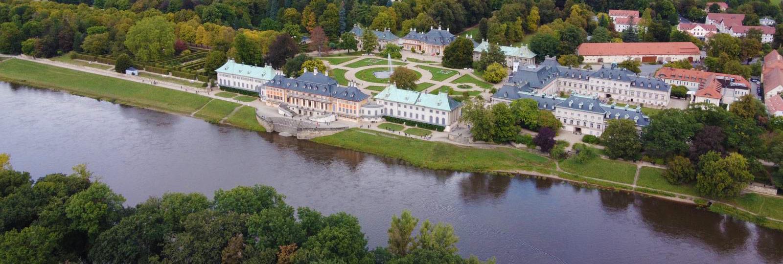 Blick auf Schloss Pillnitz